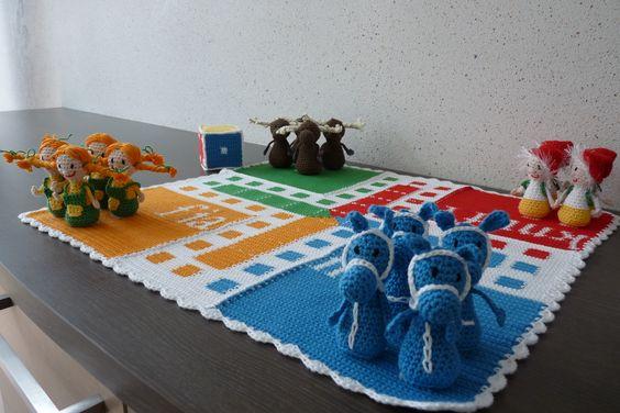 Parchís hecho a mano en crochet