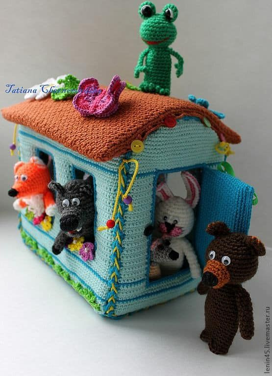 Casita con animalitos en crochet