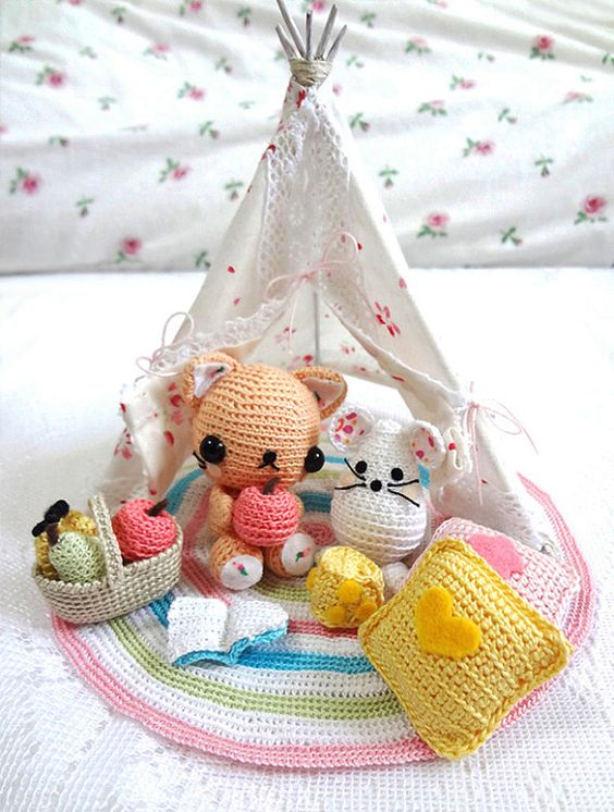 Tienda india y animalitos en crochet