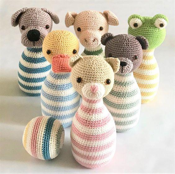 Juego de bolos hechos en crochet con caritas de animales