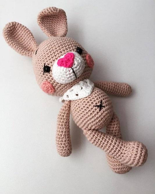 Conejitos guapos y tiernos en crochet