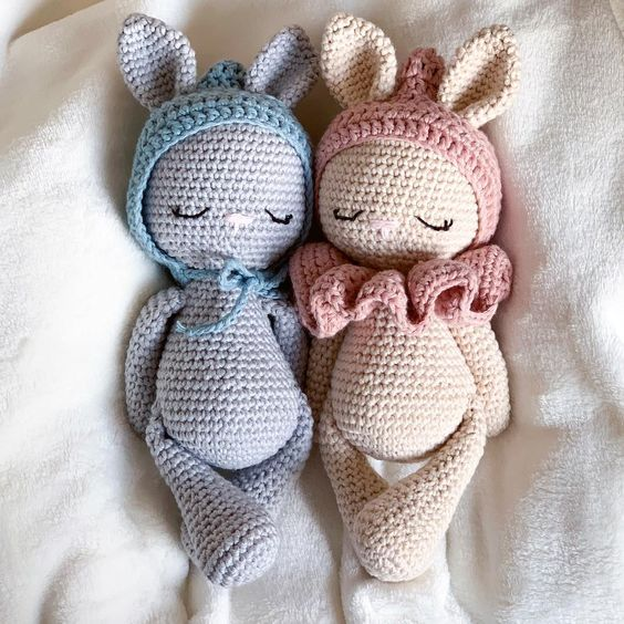 Conejitos guapos hechos en crochet