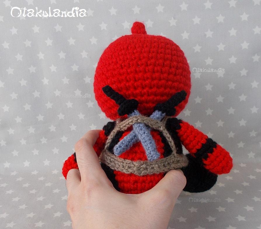 Deadpool, amigurumi hecho a mano