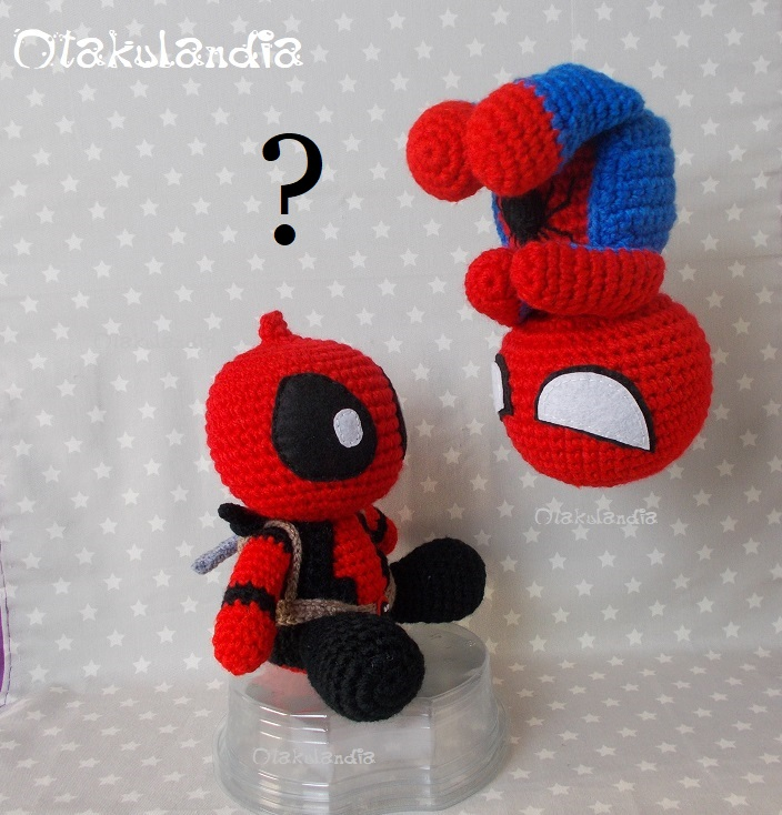 deadpool vs spiderman amigurumis