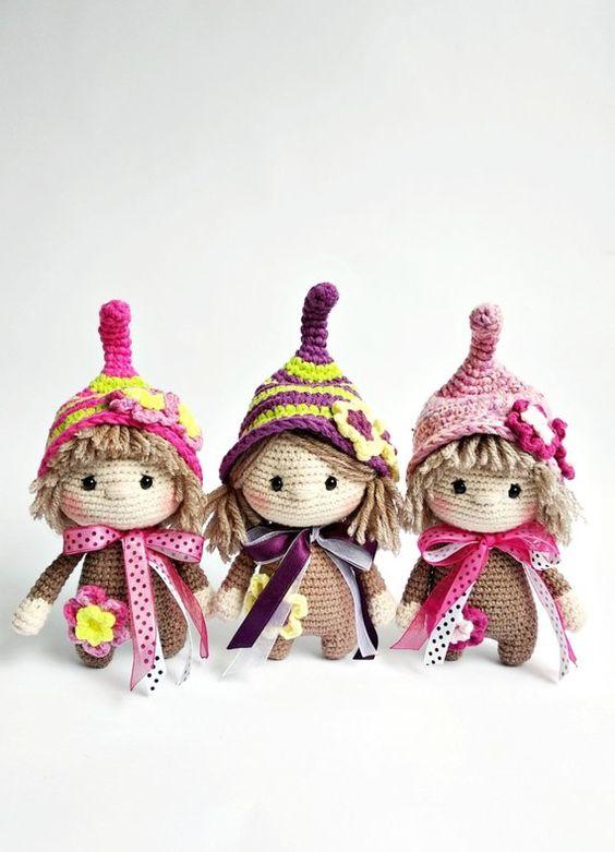 3 pequeños duendes navideños hechos en crochet