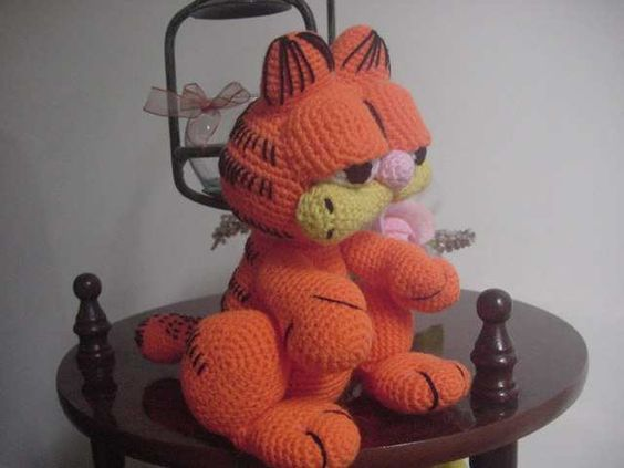 Garfield sentado, amigurumi