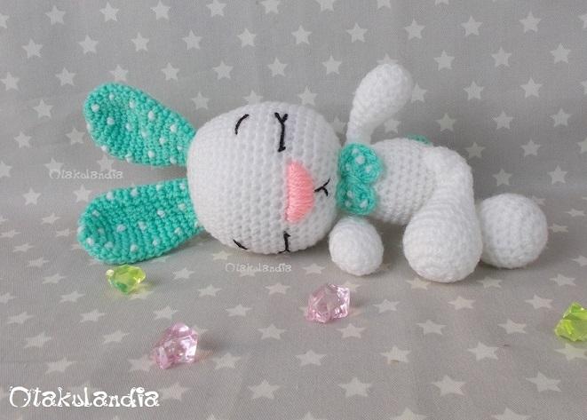 Conejitos guapos de crochet, de Otakulandia