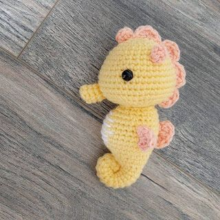 caballito mar amarillo crochet